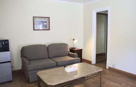 Carmel Resort Inn - Guestrooms with Sofa