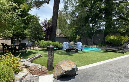 Carmel Resort Inn - Outdoor Pool Area
